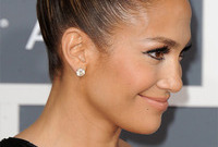 J-lo-goes-cleopatra-style-side